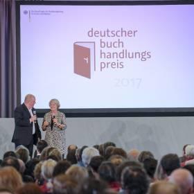 StM Monika Grütters (BKM): Verleihung Deutscher Buchhandlungspreis am 31.08.2017 in Hannover, Schloss Herrenhausen, mit Moderator Jörg Tadeusz Foto: © Kai-Uwe Knoth Termin-Nr. 188622