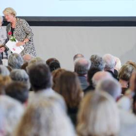 StM Monika Grütters (BKM): Verleihung Deutscher Buchhandlungspreis am 31.08.2017 in Hannover, Schloss Herrenhausen, Sonderpreis für langjährige Verdienste an Helga Weyhe Foto: © Kai-Uwe Knoth Termin-Nr. 188622