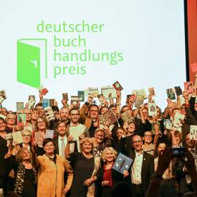 Preisverleihung Deutscher Buchhadlungspreis, Abschlussfoto (Ausschnitt) , © Bundesregierung / Zucchi.