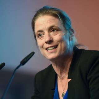 """Laudatio für die Kategorie """"Beste Buchhandlungen"""", anlässlich der Verleihung des Deutschen Buchhandlungspreises, in der documenta-Halle (Sandra Kegel, Jury-Mitglied)."""